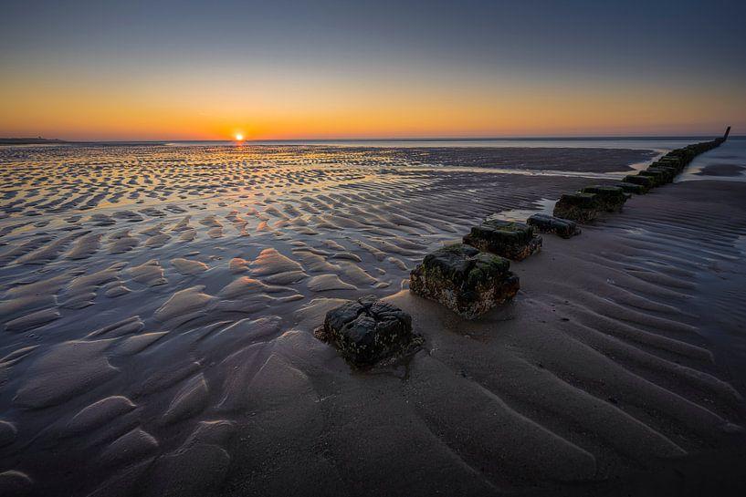 Lijnenspel aan de Zeeuwse kust van Thom Brouwer