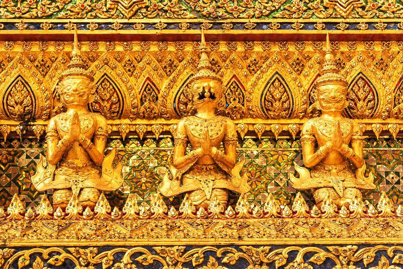 Detail of golden buddha van Ilya Korzelius