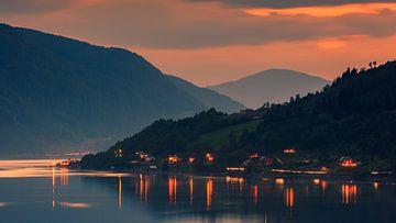 Sunset Innvikfjorden, Sogn og Fjordane, Norvège sur Henk Meijer Photography