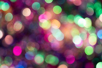 Kleurrijke bokeh met feestverlichting als feestelijke achtergrond voor oud en nieuw of voor jubilea. van Christian Feldhaar
