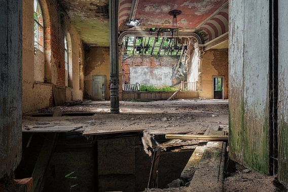 Verlaten Plaats - Balzaal van Carina Buchspies