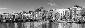 Panorama Magere Brug en woonboten in Amsterdam / zwart-wit van Werner Dieterich