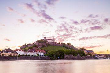 Würzburg in de avond van Jan Schuler