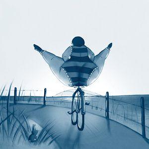Vet Wuuf op de fiets in de duinen. van Bianca van Duijn