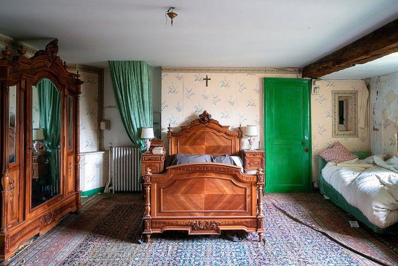 Verlaten Antieke Slaapkamer. van Roman Robroek
