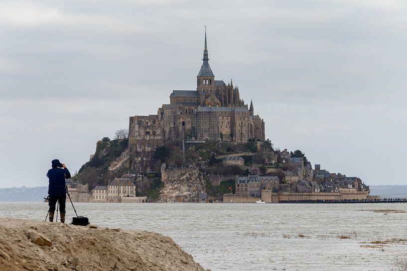 Vloed bij Mont Saint Michel van Menno Schaefer
