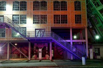 Kolenmijngebouw met kleurrijke trap van Alphapics