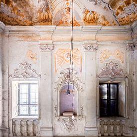 Verlassenes Treppenhaus mit Fresko. von Roman Robroek