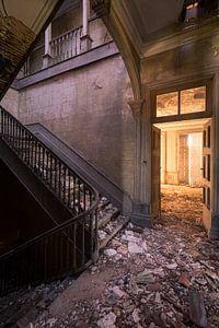 Zerfallene Treppe in portugiesischer Villa Stadterkundung
