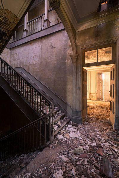 Zerfallene Treppe in portugiesischer Villa Stadterkundung von dafne Op 't Eijnde