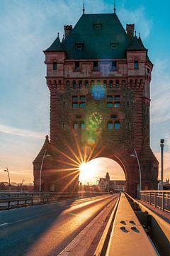 Nibelungenbrücke Worms mit Sonnenstern von Christian Klös