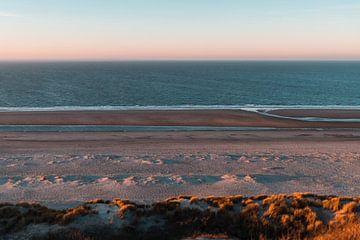 Uitzicht over Duinen, Strand & Zee bij Westenschouwen van Susanne Ottenheym