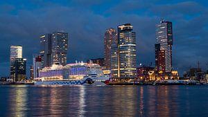 Cruise ship AIDAperla Rotterdam van 24 liquidmedia