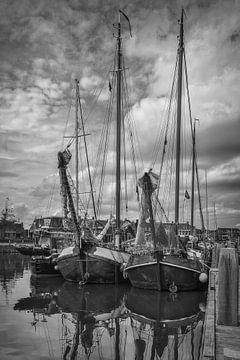 skûtsjes in Lemmer haven (NL) van Mart Houtman