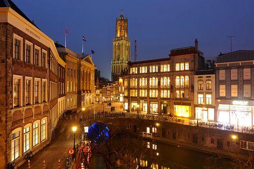 Het Stadhuis en de Oudegracht ter hoogte van de Stadhuisbrug in Utrecht (2)