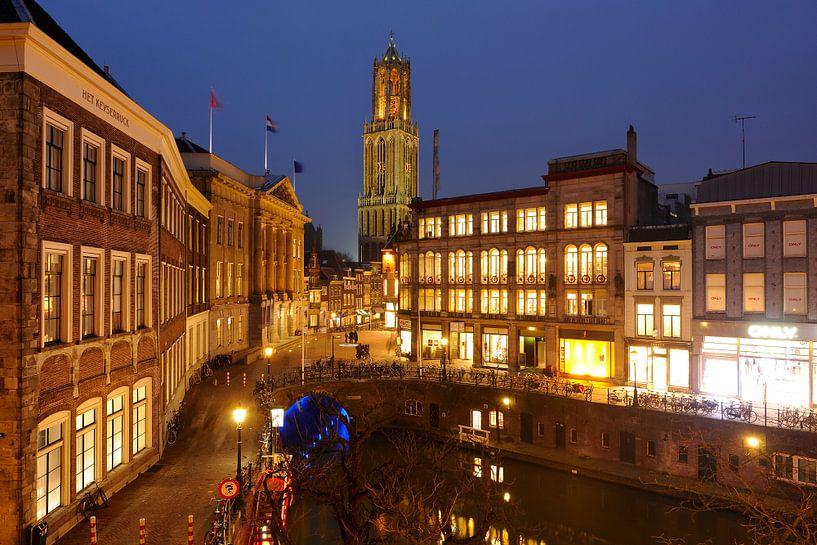 Het Stadhuis en de Oudegracht ter hoogte van de Stadhuisbrug in Utrecht (2) van Donker Utrecht