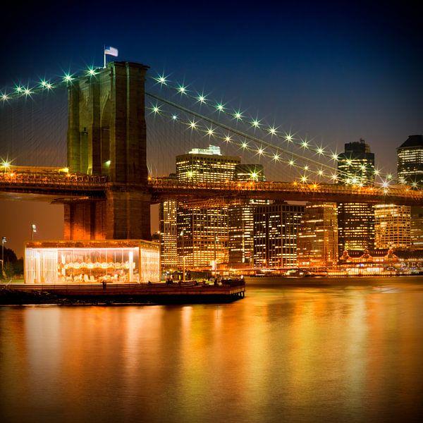 night skyline manhattan brooklyn bridge auf leinwand poster bestellen. Black Bedroom Furniture Sets. Home Design Ideas