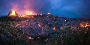 Island Geldingadalir Vulkanausbruch Panorama zur Blauen Stunde von Jean Claude Castor