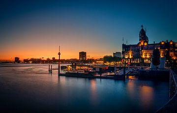 Skyline Rotterdam - Euromast - Hotel New York van Fotografie Ploeg