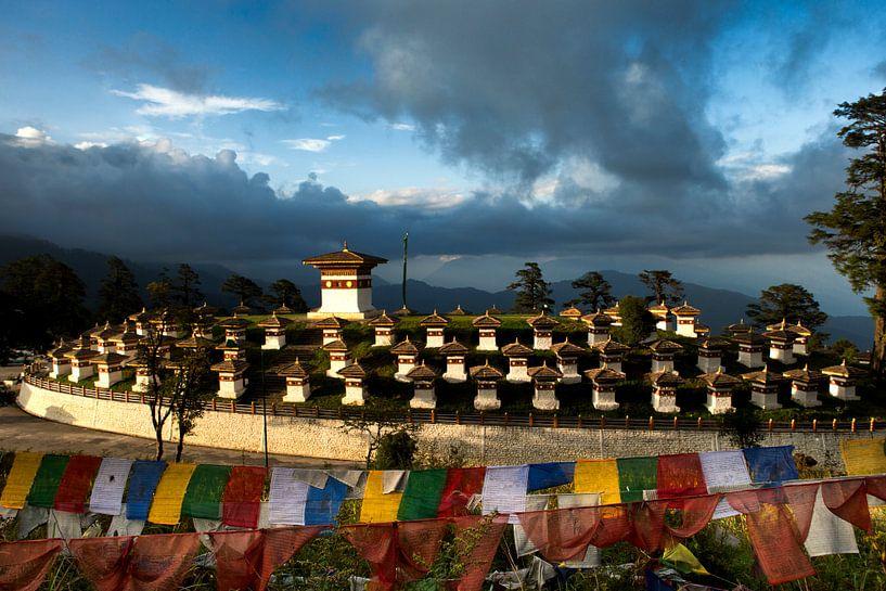 Bhutan Dochula Chorten van Paul Piebinga
