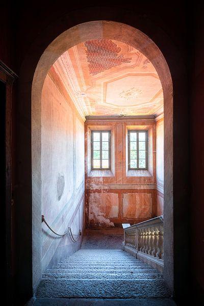 Entrée de l'escalier abandonné. sur Roman Robroek