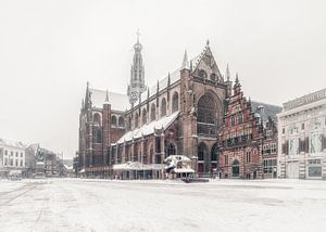 Haarlem: de Bavo en de sneeuw.