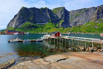 Malerische Szenerie in Reine - Lofoten Norwegen von Gisela Scheffbuch
