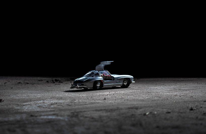 Mercedes auf dem Mond von Jaimy van Asperen