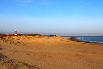 Strand met vuurtoren Texel van Henk Langerak