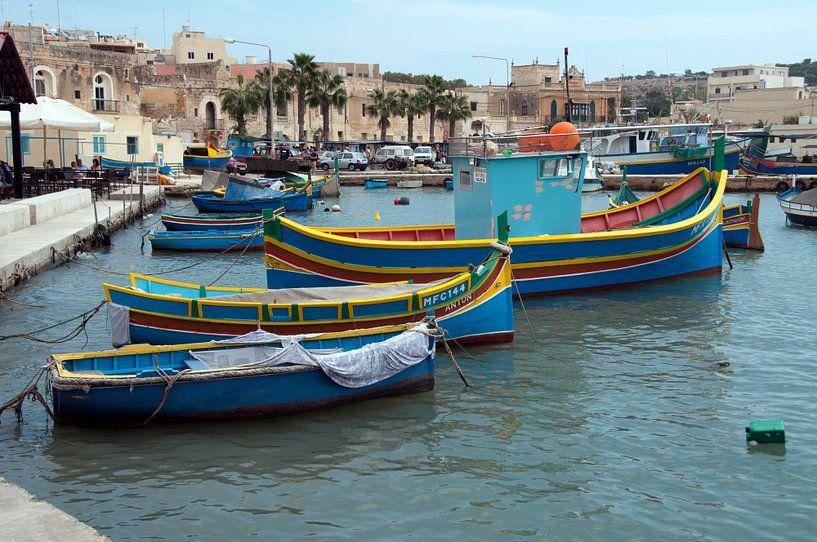boten in de haven op malta van Compuinfoto .