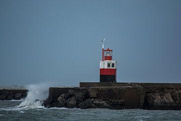 Golven brekend op de Noord Pier Wijk aan Zee. van scheepskijkerhavenfotografie