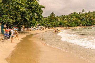 Surf.  Dickwella Beach. van Nicole Nagtegaal