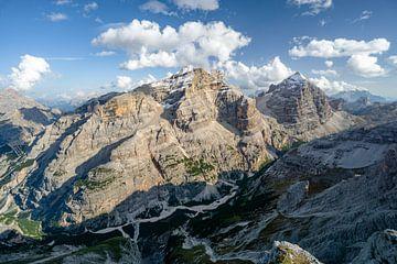 Dolomiten Bergblick auf den Tofana di Rozes und Tofana di Dentro von Leo Schindzielorz