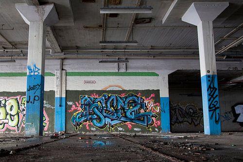 Graffiti wall van