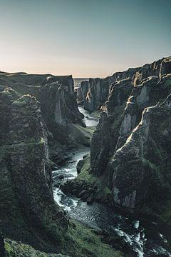 Isländischer Sonnenaufgang von Colin van Wijk