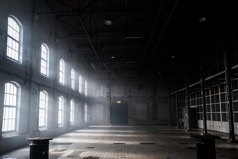 Das Sonnenlicht scheint durch die Fenster von Edsard Keuning
