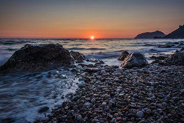 Sonnenuntergang am Strand von Agios Gordios, Korfu von Rick van Geel