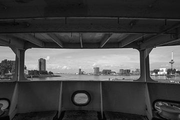 Een doorkijkje vanaf het SS Rotterdam in Rotterdam Katendrecht van
