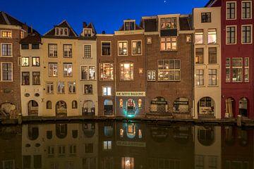 Huizen langs de Oudegracht achterzijde Lijnmarkt avondsfeer Utrecht van André Russcher