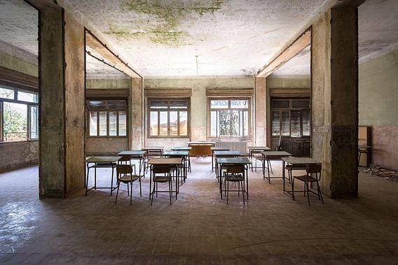 Verlaten Klaslokaal. van Roman Robroek