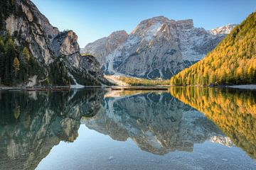Braies Lake in South Tyrol sur Michael Valjak