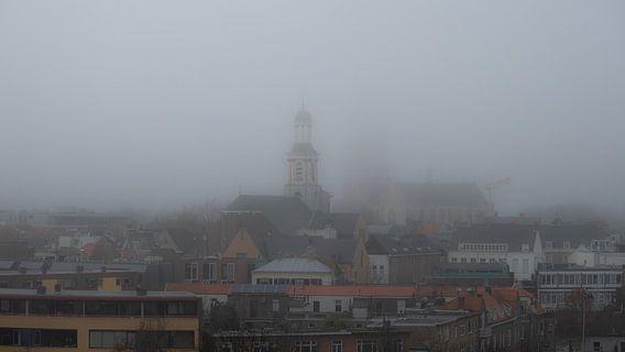 Breda - Grote Kerk in de mist