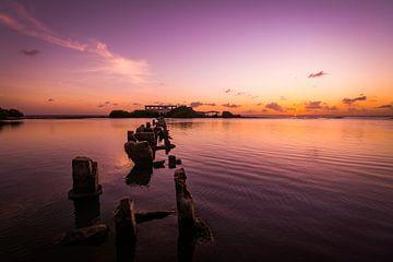Couleurs froides pendant le coucher du soleil à Isla di Oro, Aruba