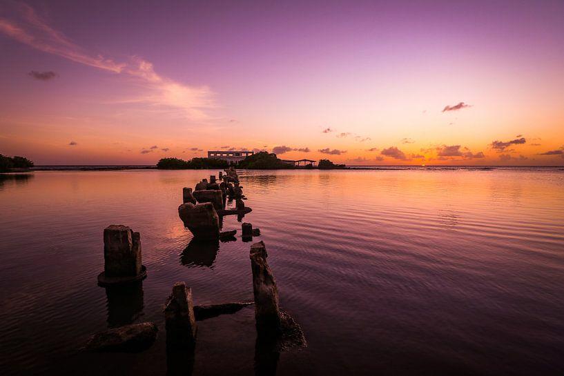 Couleurs froides pendant le coucher du soleil à Isla di Oro, Aruba sur Arthur Puls Photography