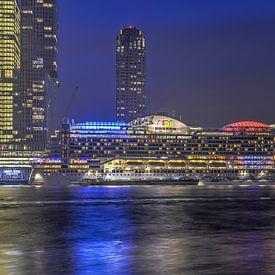 Cruiseschip bij avond van Frans Blok