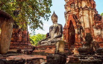 Buddha im Tempel von Jürgen Wiesler