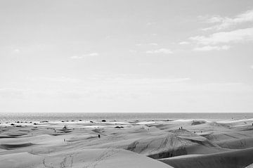 Maspalomas Beach Vintage Schwarzweiß von Nick van Dijk