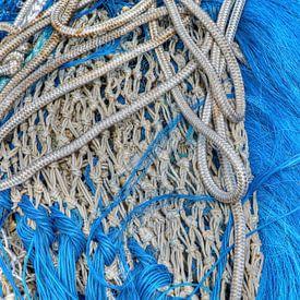 Visnetten liggen te drogen na het vissen van W J Kok