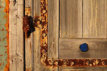 Old wooden door von Erick van Bommel