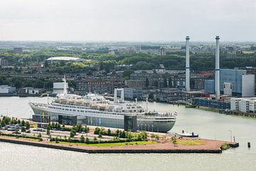Het SS Rotterdam vanaf de Euromast van